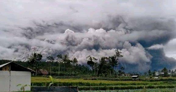 Pyroclastische uitbarsting Semeru Java