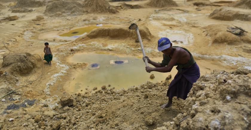 Mijnbouw modderstroom in Myanmar