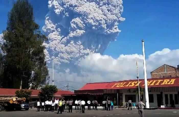 Mount Sinabung eruptie febr 2018