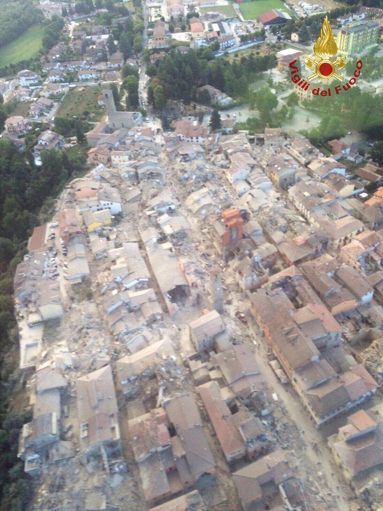 oorzaak aardbeving italië